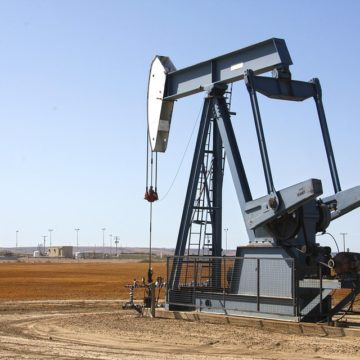 Kurs ropy naftowej mocno w górę przez ogromny spadek amerykańskich zapasów