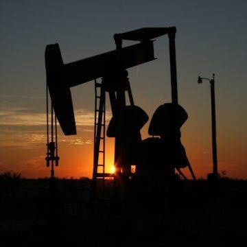 Produkcja ropy z łupków w USA na drodze do kolejnego rekordu. Analiza ropy i złota