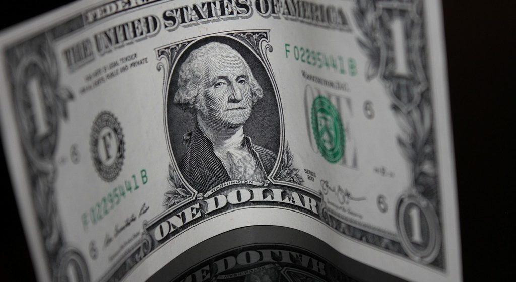 Kurs dolara najniżej od 5 dni po gołębim wystąpieniu Powella