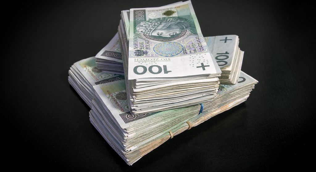 Kurs dolara kontynuuje spadki. Za euro zapłacimy 4,26 PLN