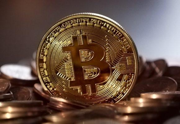 Kurs Bitcoina kontynuuje przecenę po wczorajszym, spektakularnym 15% tąpnięciu