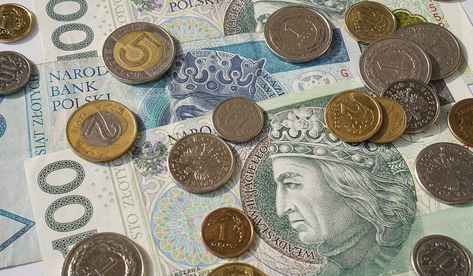 Kurs euro i dolara przed wakacjami. Czy czeka nas kolejne umocnienie złotego?