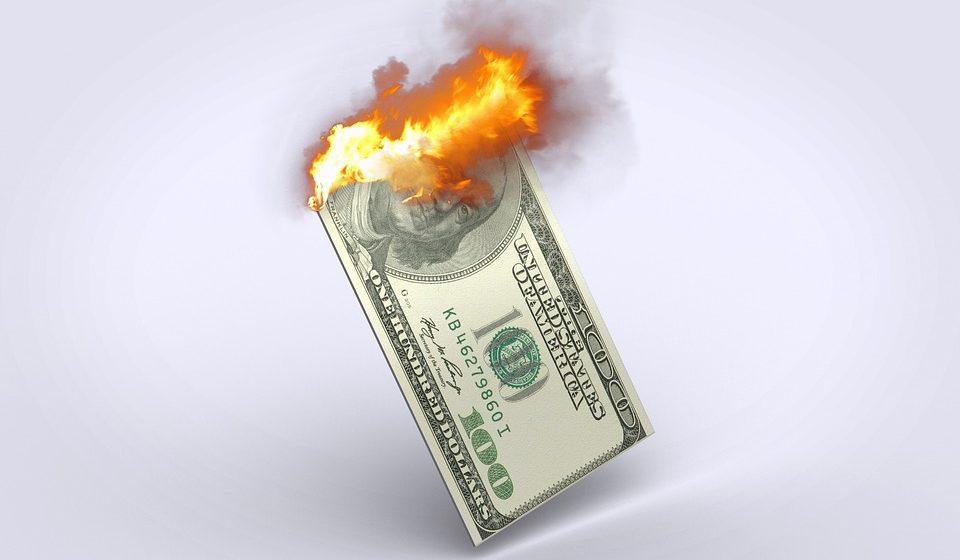 Bullard wskazuje na potrzebę obniżek stóp procentowych w USA. Kurs dolara silnie traci