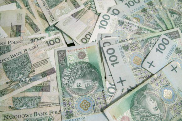 Kursy Dolara, Euro, Franka i Funta zyskują po wczorajszych spadkach.