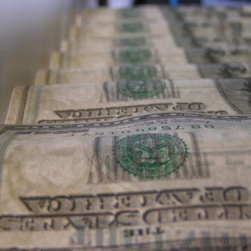 Niezłe dane z USA wspierają kurs dolara. USDPLN z ograniczonym potencjałem wzrostu