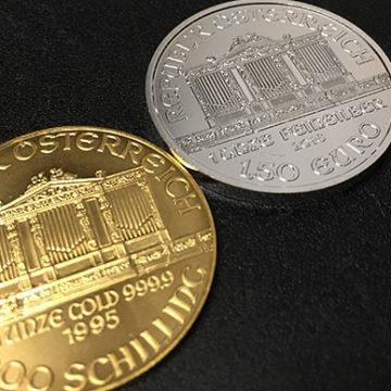 Srebro wyraźnie mocniejsze niż złoto. Metale czekają na impuls z Fed