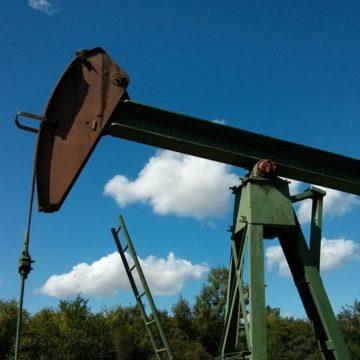 Kurs ropy dalej mocno rośnie bo kurczą się zapasy surowca