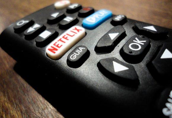 Akcje Netflixa tracą ponad 11% przez słaby przyrost subskrybentów