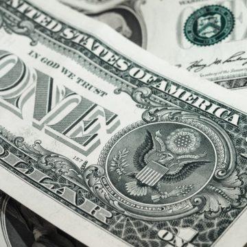 Święta w USA wprawiają rynek w stan uśpienia. Czy kurs dolara w końcu spadnie?