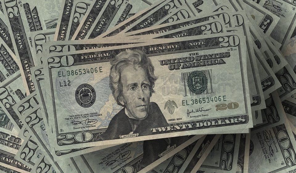 Kurs dolara w natarciu po danych z USA. Jak długo dolar będzie się umacniał?