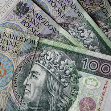 Kurs złotówki zależny od globalnych nastrojów. Kurs euro i dolara w górę