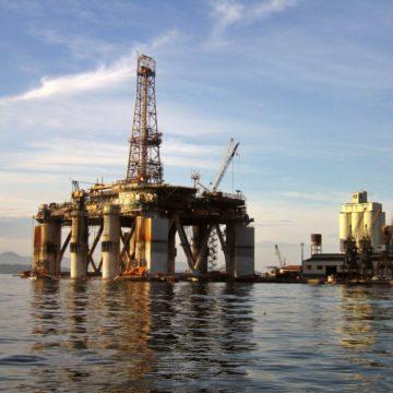 Mocne wzrosty na kursie ropy przez duży spadek zapasów surowca