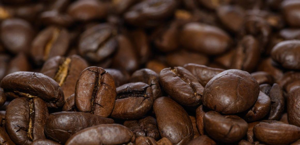 Ceny kawy gwałtownie odbijają. Kurs miedzi kontrolowany przez podaż