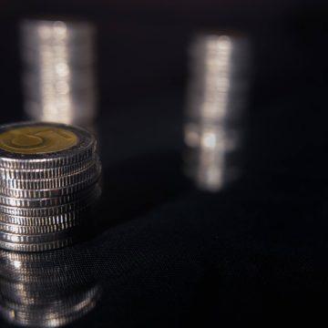 Wartość Dolara rośnie. Na kursie Euro i Franka możemy zaobserwować spadki natomiast Funt delikatnie zwyżkuje.