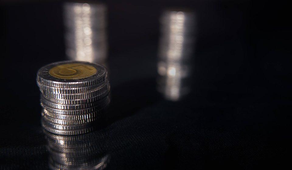 Kurs dolara do złotówki USDPLN wyhamował zwyżki. Dolar kosztuje 3,9220