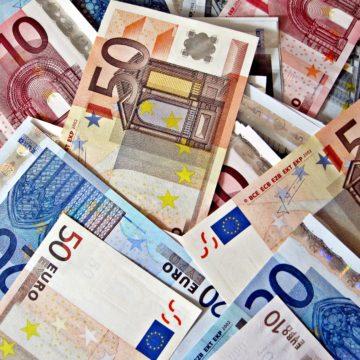 Draghi wskazuje na wzrost ryzyk i spadek prognoz inflacji. Kurs euro kontynuuje spadek