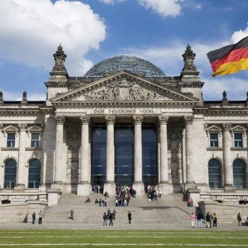 Niemiecki indeks DAX przebija się przez 12200 pkt. Co dalej?