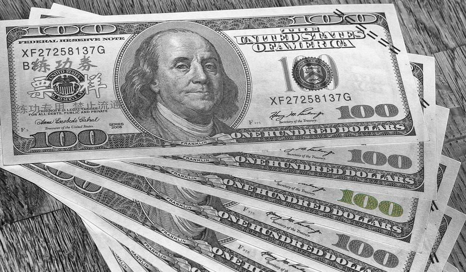 Kurs dolara będzie starał się bronić. Niewielkie umocnienie USD na początku tygodnia