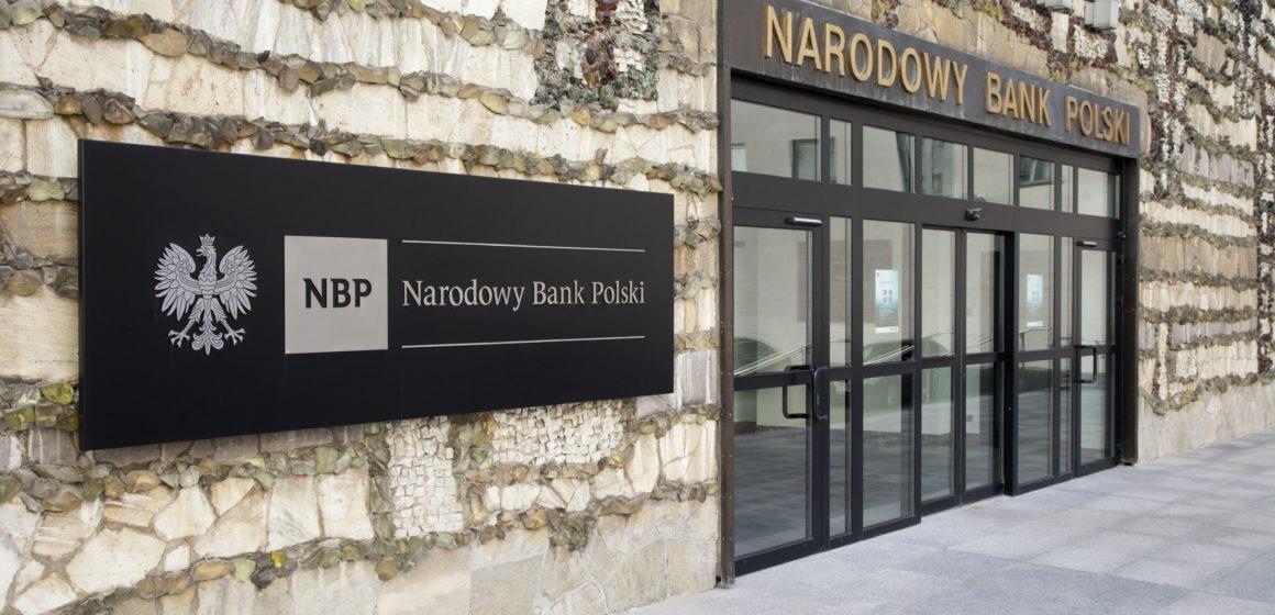 NBP obniża prognozy wzrostu. Kurs dolara do złotówki kontynuuje fazę korekty