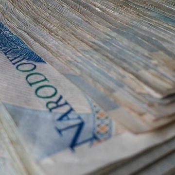Złotówka na fali. Kurs dolara, funta, euro i franka systematycznie spadają. Czy EUR/PLN wybije dołem?