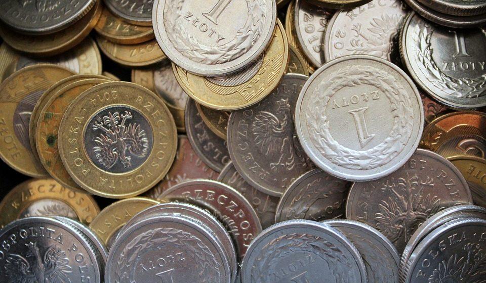Kurs dolara do złotówki USDPLN i funta do złotówki GBPPLN odnotowują kolejne wzrosty. Kurs euro EURPLN i CHFPLN powoli odbijają po spadkach