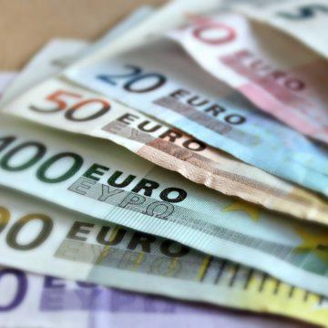 Czy kurs euro (EUR) do złotówki (PLN) wybije ponad 4,40?