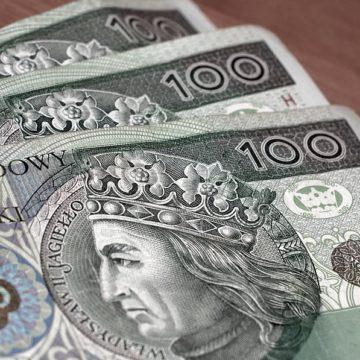 Rośnie wartość złotówki — kursy USDPLN, EURPLN, CHFPLN w trendzie spadkowym. Wartość funta cały czas zmienna.
