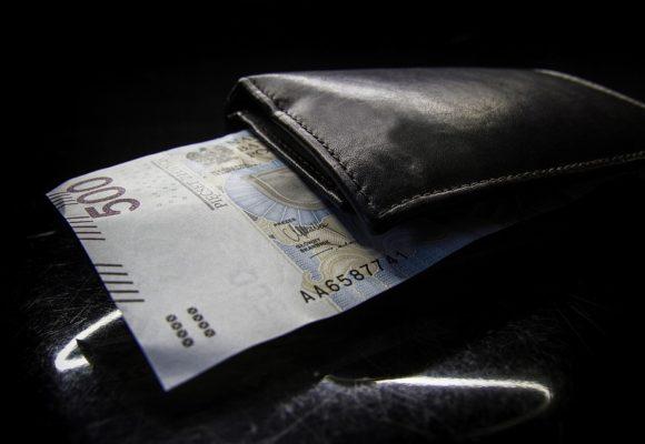Dolar, Euro i Frank na fali kolejnych wzrostów. Kurs Funta w trendzie bocznym przed wyborami.