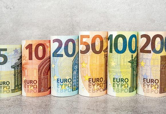 Nadzieje na porozumienie są duże. Kurs euro do dolara (EURUSD) wypala ponad 1,10