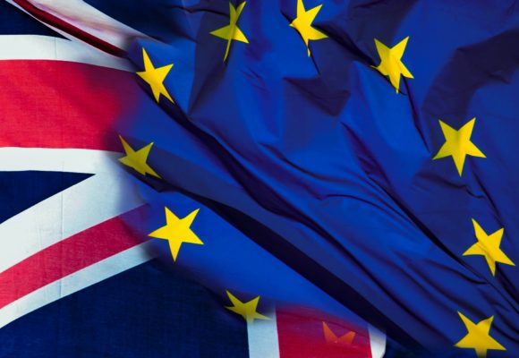 Brexit trzęsie rynkiem GBP. Dziś o 9:10 kurs funta wynosi 4,9311 złotego.