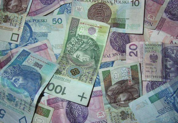 Kurs funta wyhamowuje po dużych spadkach. Dolar w konsolidacji, frank próbuje rosnąć a wartość Euro maleje