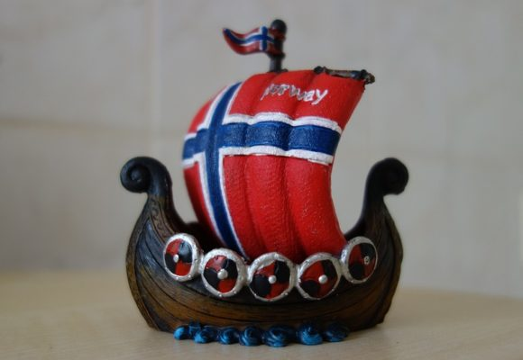 Kurs euro rośnie dzięki porozumieniu ws. Brexitu. Kurs korony norweskiej na historycznych minimach.
