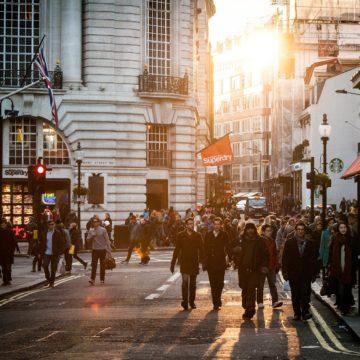 Dane o zatrudnieniu w sektorze pozarolniczym wspierają wzrosty na indeksach.